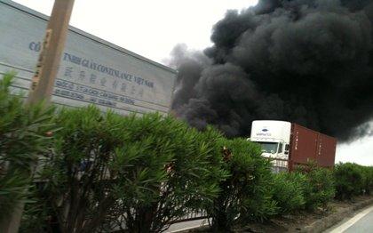 Hỏa hoạn xảy ra tại xHỏa hoạn xảy ra tại kho của xưởng sản xuất màn tuyn ở Bình Dươngưởng sản xuất màn tuyn ở Bình Dương