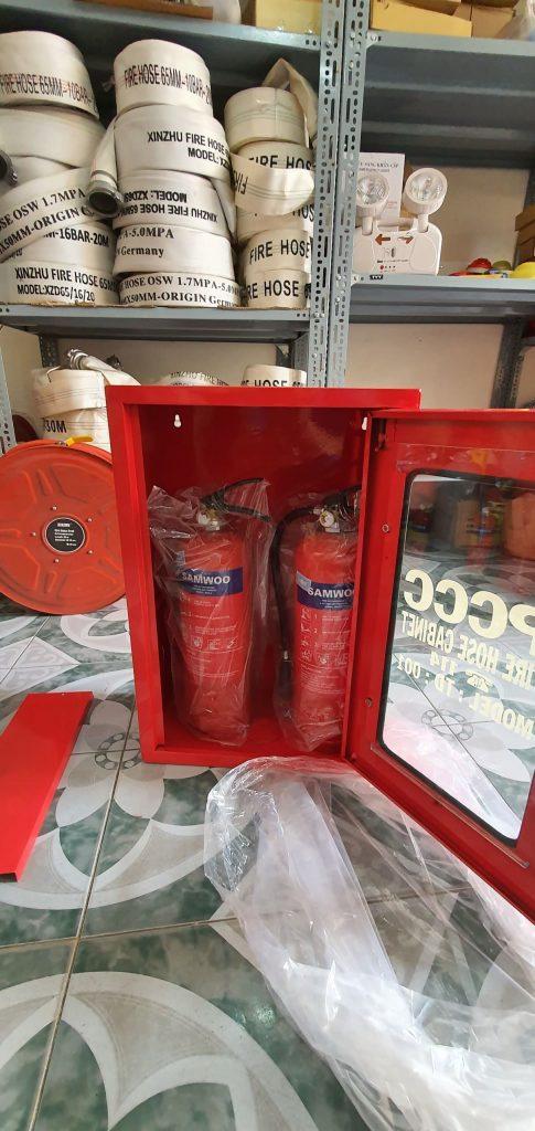 Tủ đựng bình chữa cháy TD : 005 có thể đựng được 2 bình chữa cháy